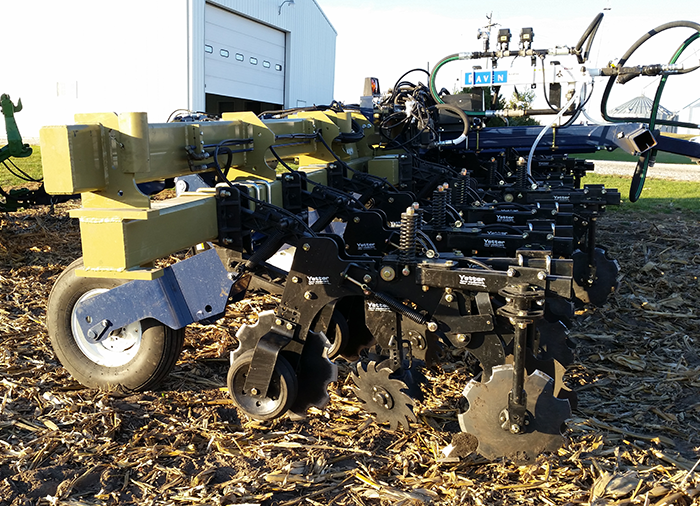 Fighting Residue Buildup on High-Yield, Strip-Tilled Continuous Corn
